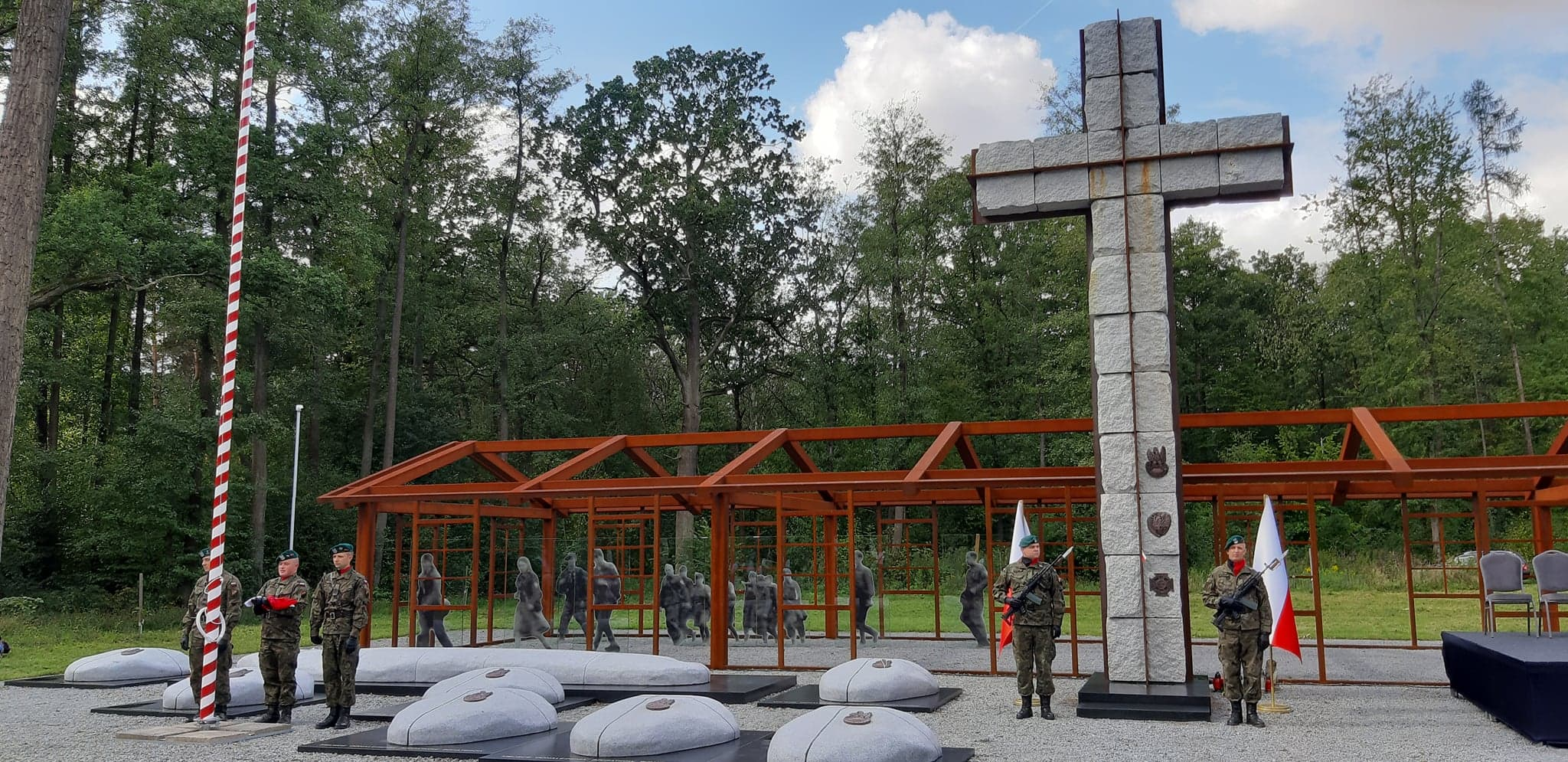 Pomnik upamiętniający pomordowanych żołnierzy NSZ. Stary Grodków.